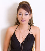 Sophisticated looking Thai girl getting naked