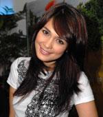 Indo actress Luna Maya sexy random pictures