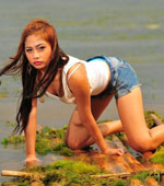Amateur Pinay chick posing like a model