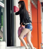 china-girl-really-in-short-pants-pics-taken-01