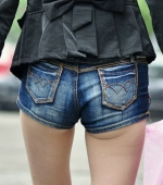 china-girl-really-in-short-pants-pics-taken-08