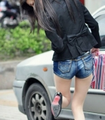 china-girl-really-in-short-pants-pics-taken-12