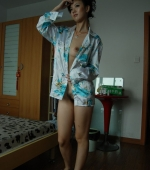 China-girl-trying-her-hand-on-nude-modeling-02