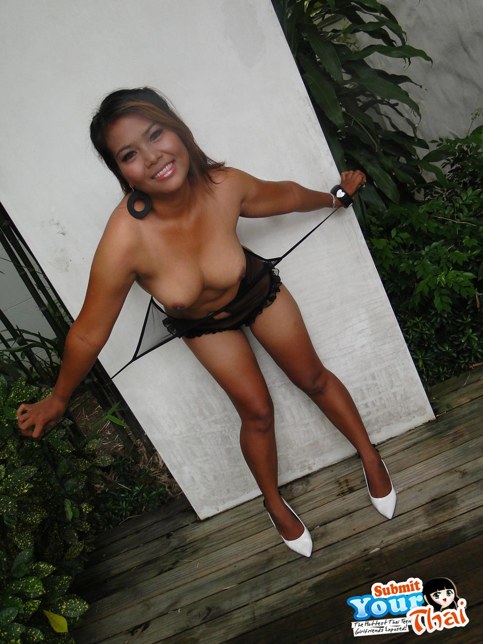 Angel lee pussy clean up surabaya indonesian - 3 4