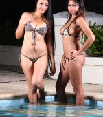 two-sexy-ladies-02