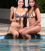 two-sexy-ladies-03