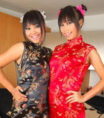 Two Thai babes sexy in traditional Chinese dress