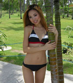 Amateur Thai girlfriend with sexy bikini in the pool