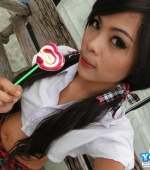 Ann-Sucks-Lollipop-04