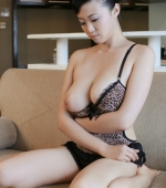 Busty-Chinese-Babe-02