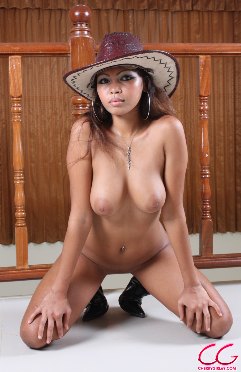 Filipina Babe Posing Naked With Cowboy Hat  Asian Porn Times-7212