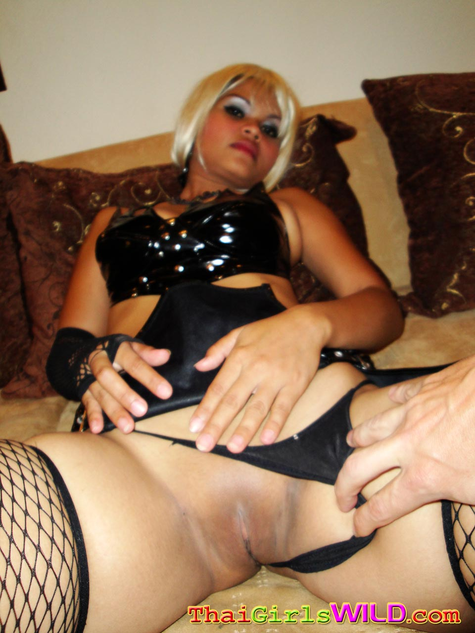 Thai Girl In Blonde Wig Showing Off Pussy  Asian Porn Times-6042