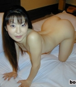 Japanese-girl-with-snowy-white-skin-01
