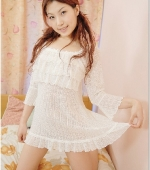 japanese-teen-with-shaven-pussy-01