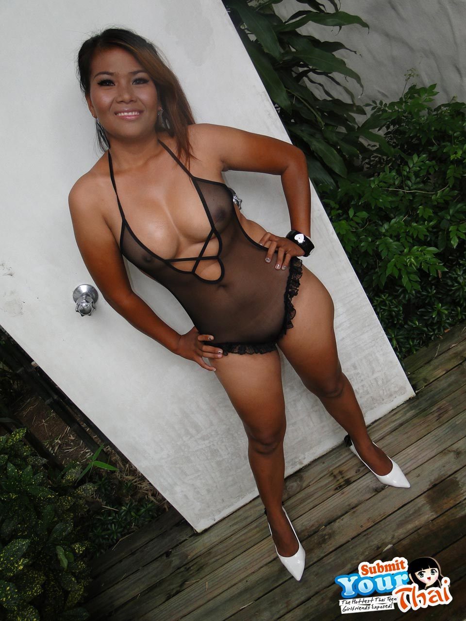 Big Tit Girl Uses Tits Pussy