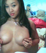 thai-gfs-cover-her-nipples-08